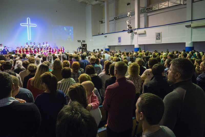 В Церкви на Богослужении