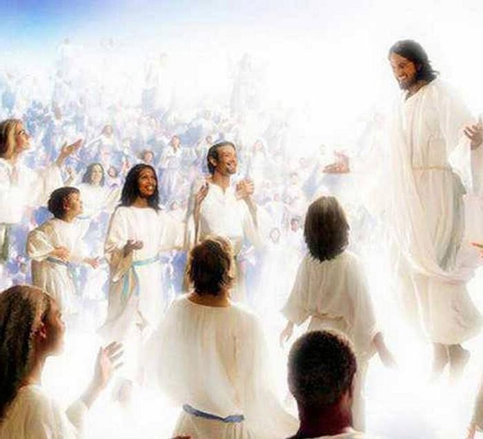 Иисус на небесах с христианами