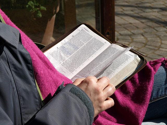 Читать Слово Божие